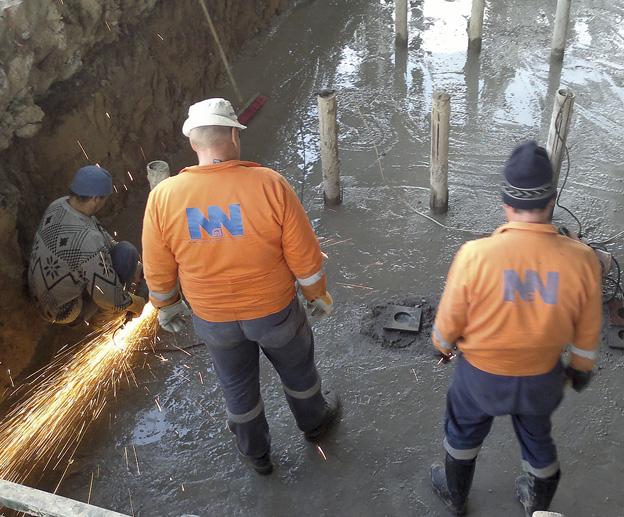 výstavba kolejové váhy v areálu Cukrovaru Dobrovice; zakrácení pilot pro zabetonování základové desky