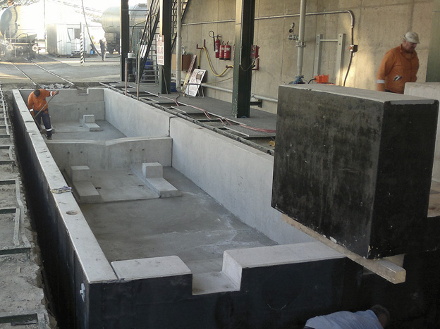 výstavba kolejové váhy v areálu Cukrovaru Dobrovice; montáž kolejové váhy