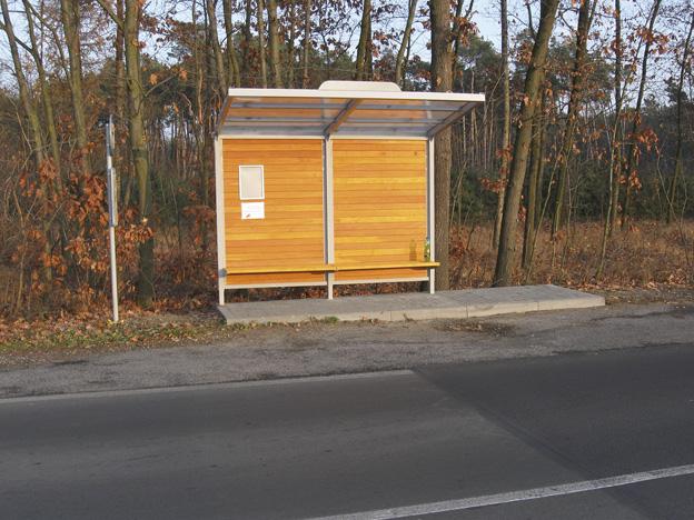 obec Černěves, nová vozovka a autobusový přístřešek