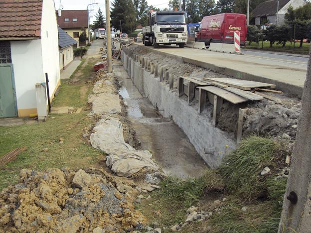 Chocenice; provedení těžné železobetonové zdi
