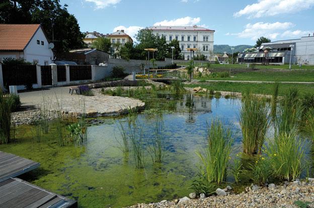 """park """"U Hvězdárny"""" v Litoměřicích, dokončené dílo – pohled z jihozápadního okraje parku"""