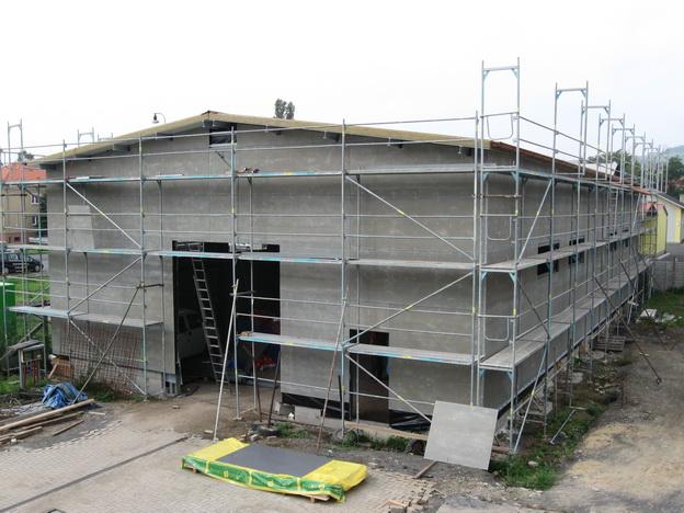 stavba haly, opláštění haly deskami Cetris