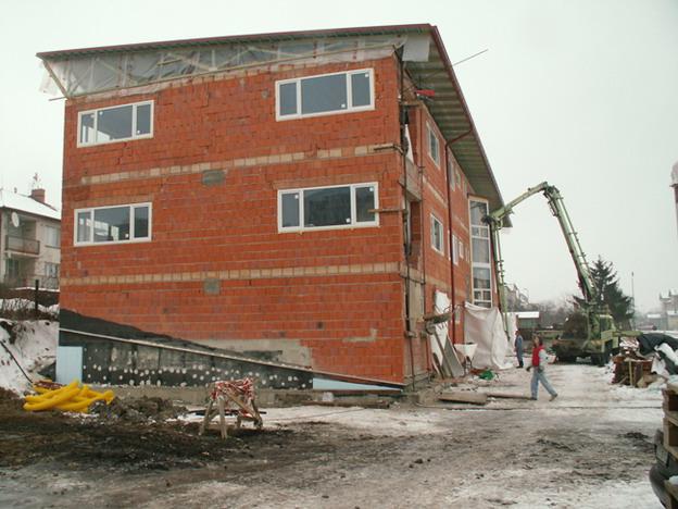 sídlo firmy v Litoměřicích, pohled na hrubou stavbu