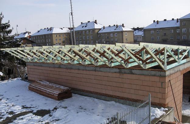 sklad firmy v Litoměřicích, průběh výstavby – stavba po osazení střešních vazníků