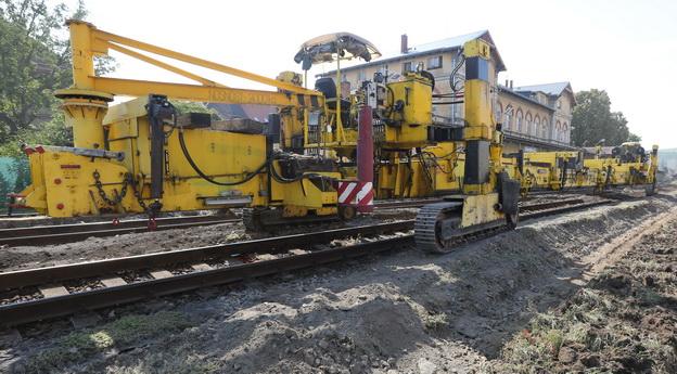 Litoměřice h.n., trhání kolejových roštů kolejovým pokladačem TLP 550