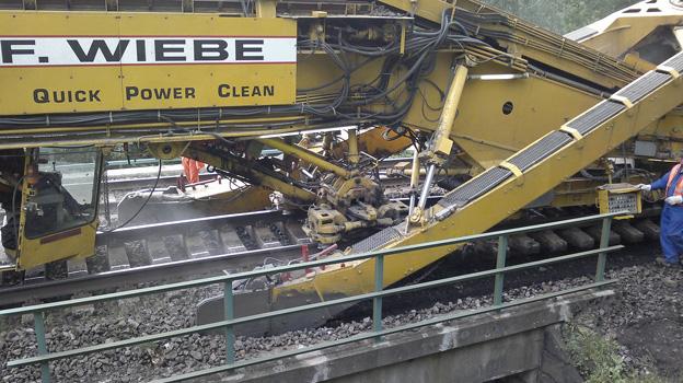 trať Lysá nad Labem–Ústí nad Labem západ, čištění koleje strojní čističkou
