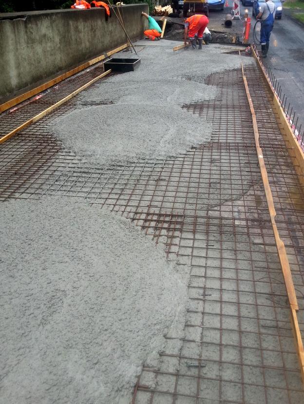 most Nové Hamry, betonáž vyrovnávací desky mostovky