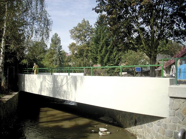 Benešov nad Ploučnicí, rekonstrukce železobetonové konstrukce včetně nových dlažeb v korytě potoka