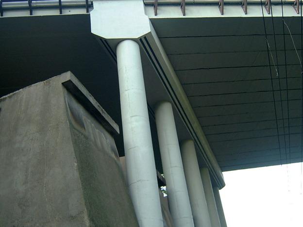 most Bílina, pohled na příčný železobetonový trám zesílený uhlíkovými lamelami