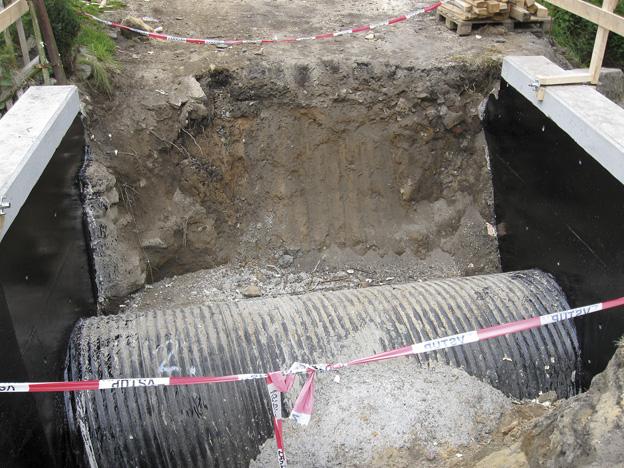 propustek v Brništi, ocelová konstrukce propustku a monolitická betonová čela