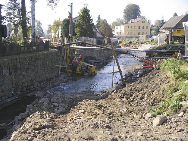 Dolní Habartice, vrtání mikropilot (základy nového mostu