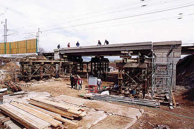 most Hrdly, boční zásun nosné konstrukce