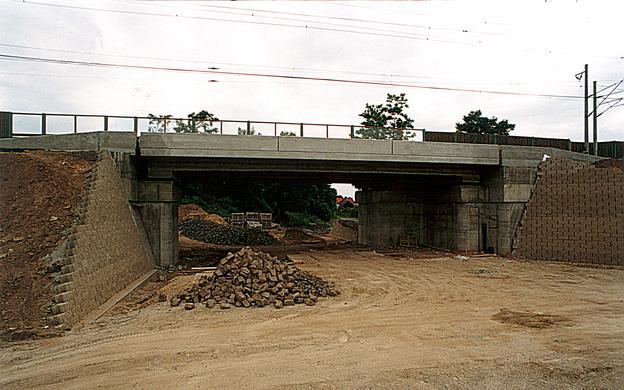 most Hrdly, z průběhu výstavby nového mostu
