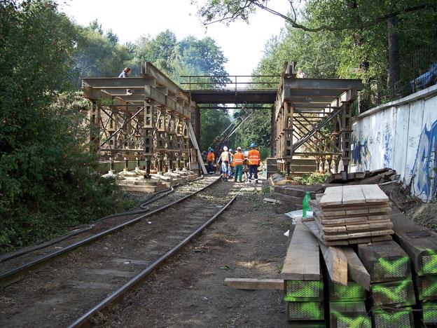 most na trati Liberec–Harrachov, montáž podpěrné konstrukce pro zásun mostovky