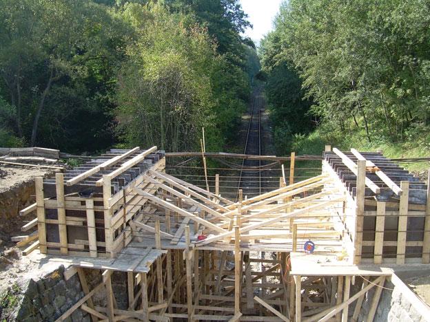 most na trati Liberec–Harrachov, bednění úložných prahů