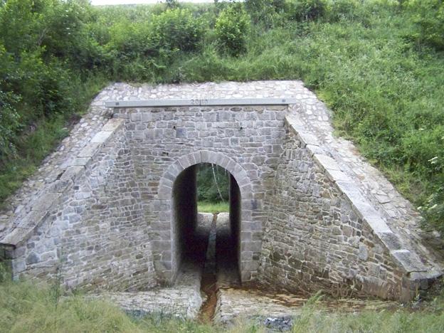 Salajna 2 — rekonstrukce kamenného mostu, spárování, injektáže, nové železobetonové římsy; hotový stav – výtok
