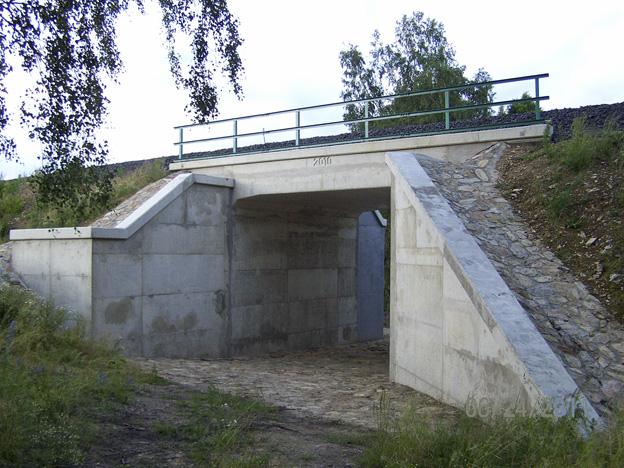 Salajna 1 — rámová železobetonová konstrukce – nový objekt včetně založení; průběh výstavby – vtoková část před nátěrem