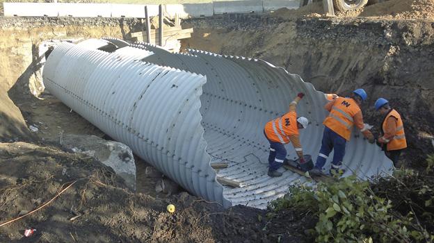 silniční most u Ploskovic, osazení nové ocelové konstrukce MULTIPLATE