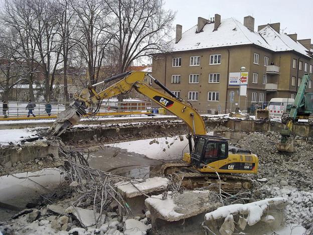 most v Rakovníku, průběh výstavby – bourání