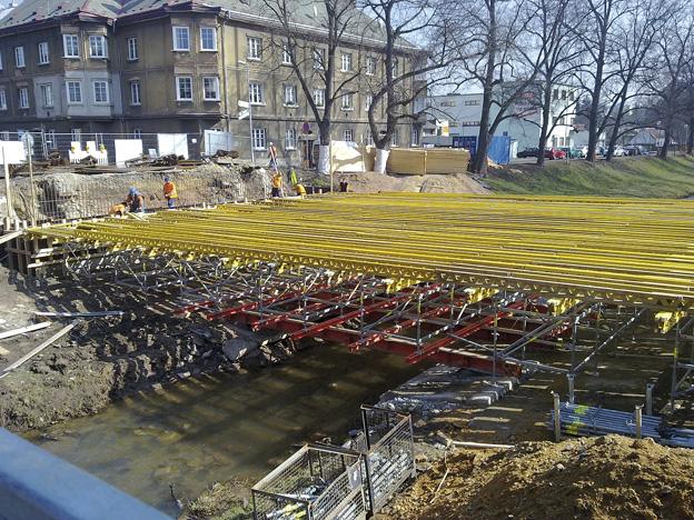 most v Rakovníku, průběh výstavby – pevná skruž