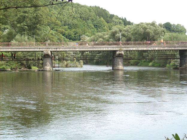 most ve Stráži nad Ohří, pohled od řeky; původní stav