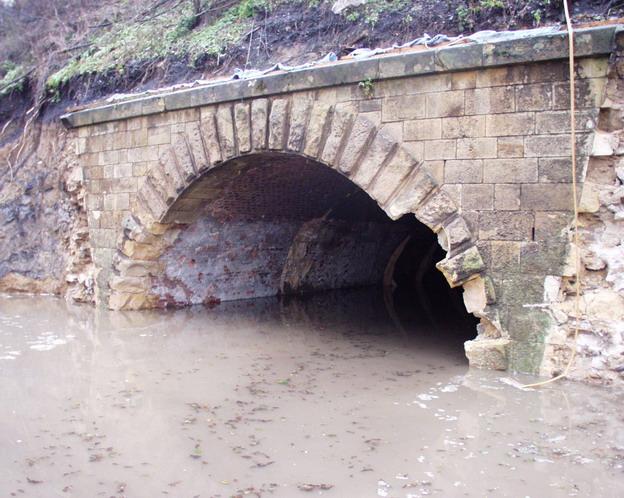 most Svařenice, průběh výstavby ztížený povodněmi