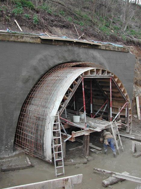 most Svařenice, posuvná nosná konstrukce bednění