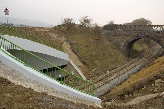 most Žďárek, pohled na obloukovou římsu