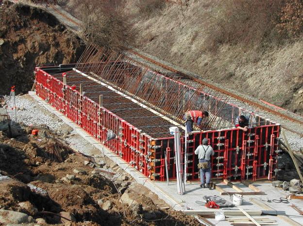 most Žďárek, bednění základů