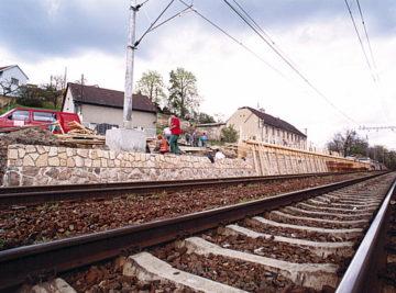 zárubní zeď v Nových Ouholicích, průběh výstavby