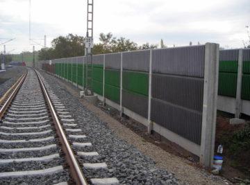trať Plzeň–Česká Kubice, pohled na protihlukovou stěnu