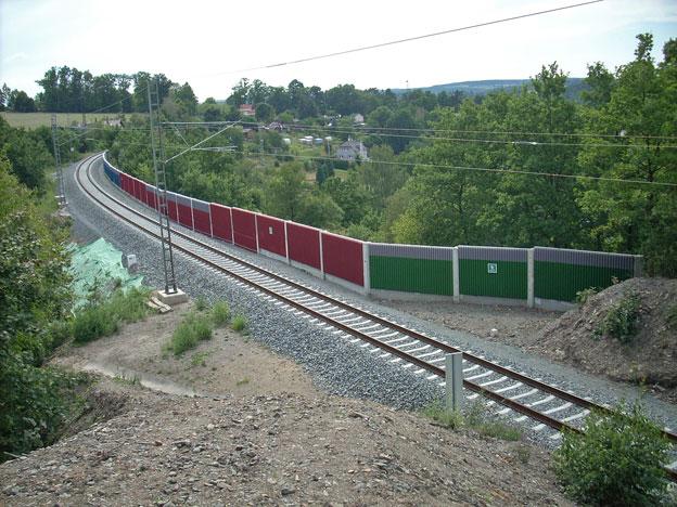 trať Plzeň–Stříbro, pohled na protihlukovou stěnu