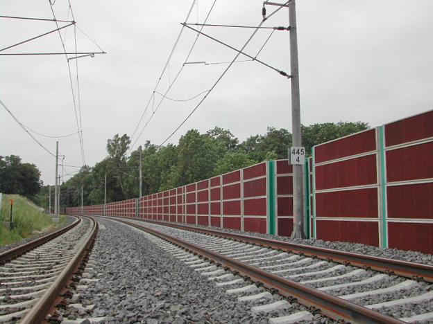 protihluková zeď Vepřek – železobetonové panely (úprava okolo stožárů)